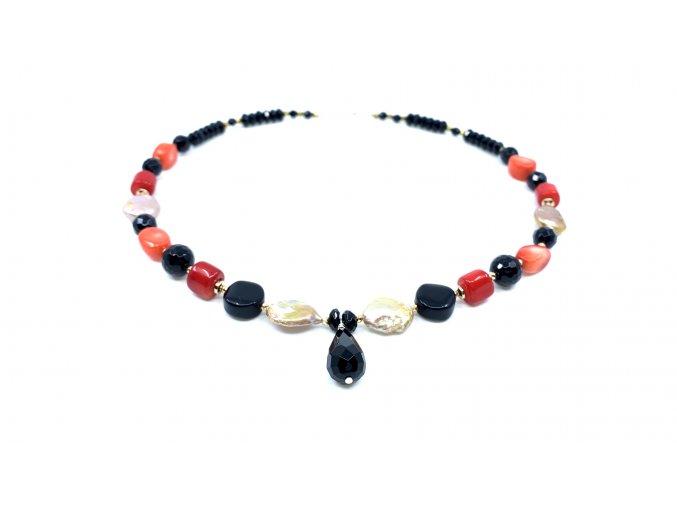 Náhrdelník z onyxu barveného korálu a perly
