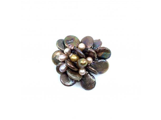Brož z perel hnědé barvy 1ks