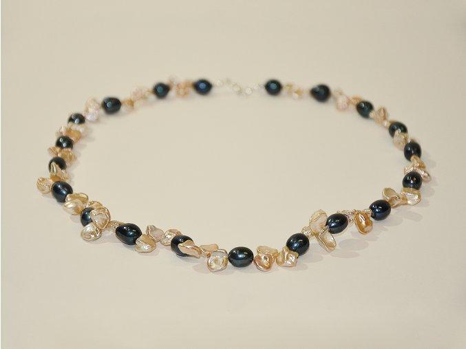 Perlový náhrdelník k večerním róbám, ale i k džínám