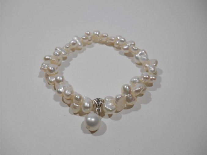 Náramek z bílých perel tvaru matrjošky
