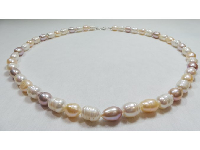 Jemný a osvěžující perlový náhrdelník