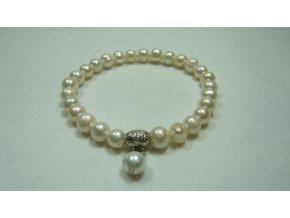 Náramek z menších bílých perel tvaru buton
