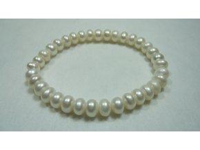 Náramek z bílých perel tvaru kukuřice