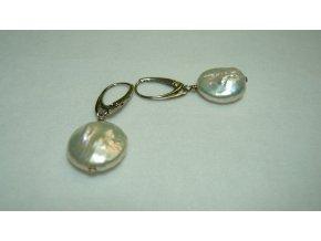 Náušnice z placatých bílých perel
