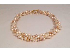 Perlový náhrdelník smotaný ze dvou náhrdelníků