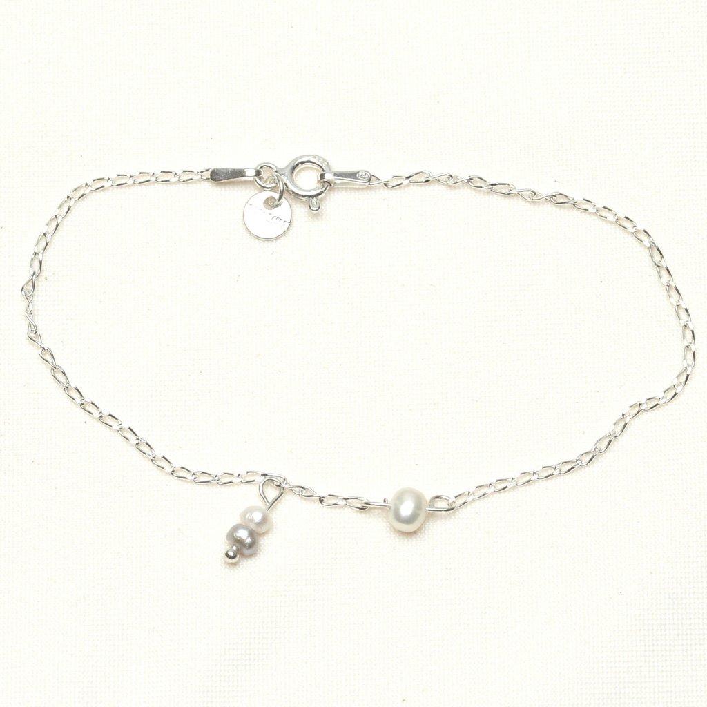 stribrny minimalisticky naramek s bilou perlou a priveskem UN10213, Perlomanie