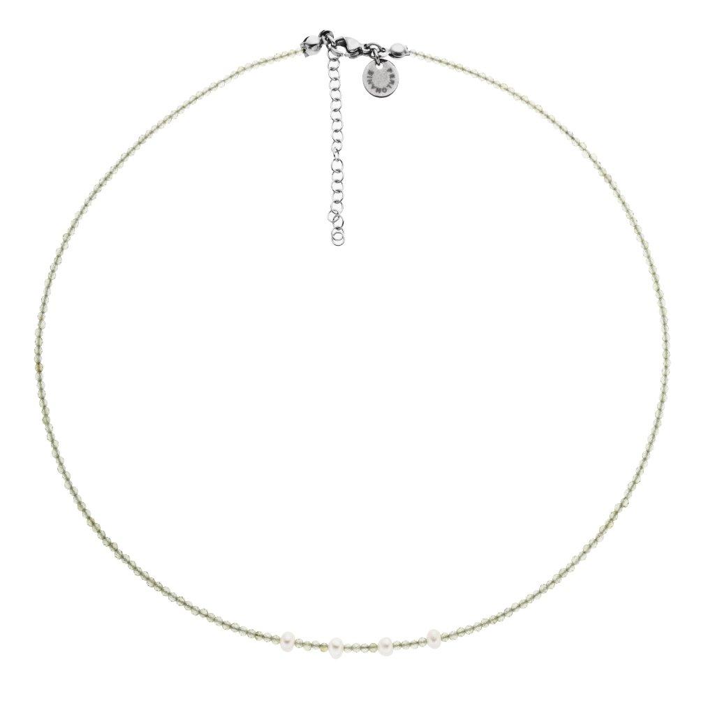 Jemný náhrdelník z broušených olivínu a bílých perel, minimalistický náhrdelník, Perlomanie