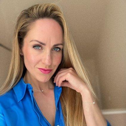 minimalisticky zlaceny naramek s bilou perlou Unique UN10223 Perlomanie