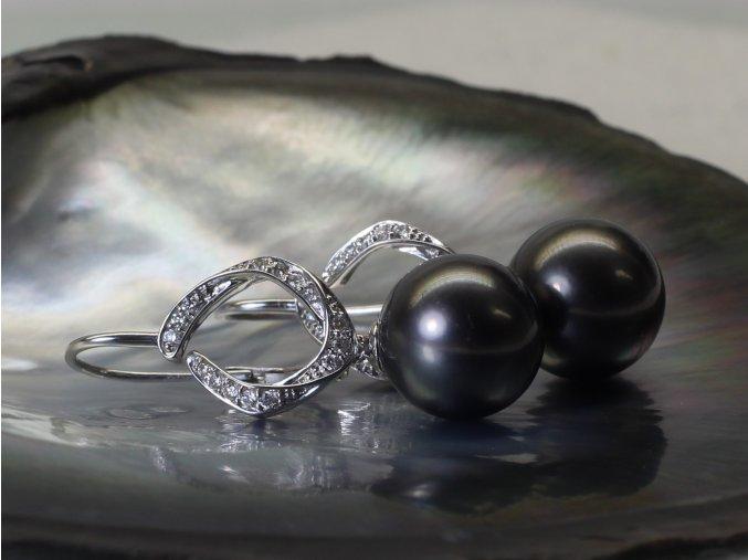 zlaté náušnice s tahitskými perlami a brilianty