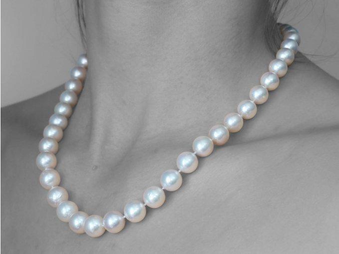 náhrdelník z jihomořských perel se zlatým uzávěrem