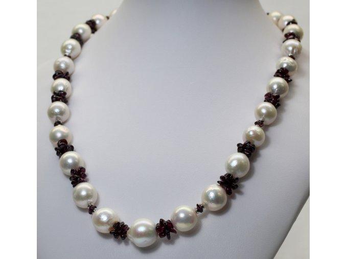 perlový náhrdelník s almandiny