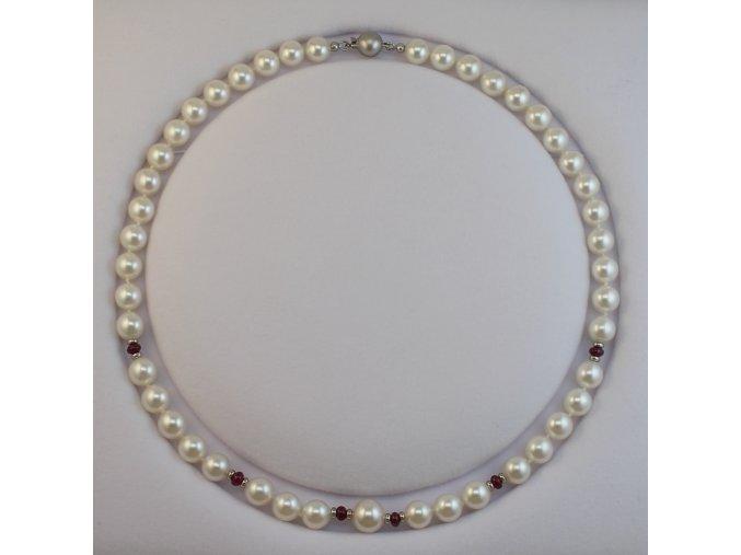 náhrdelník z mořských perel s rubíny a zlatým uzávěrem