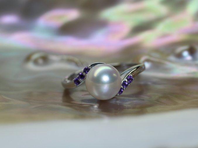 zlatý prsten s mořskou perlou a ametysty