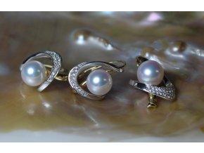 náušnice a přívěsek ze žlutého a bílého zlata s mořskými perlami a brilianty
