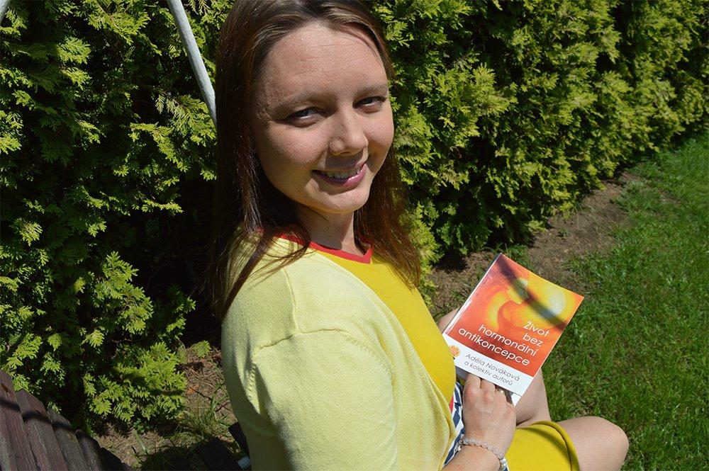 O životě bez hormonální antikoncepce s Adélou Kazdovou (Novákovou)