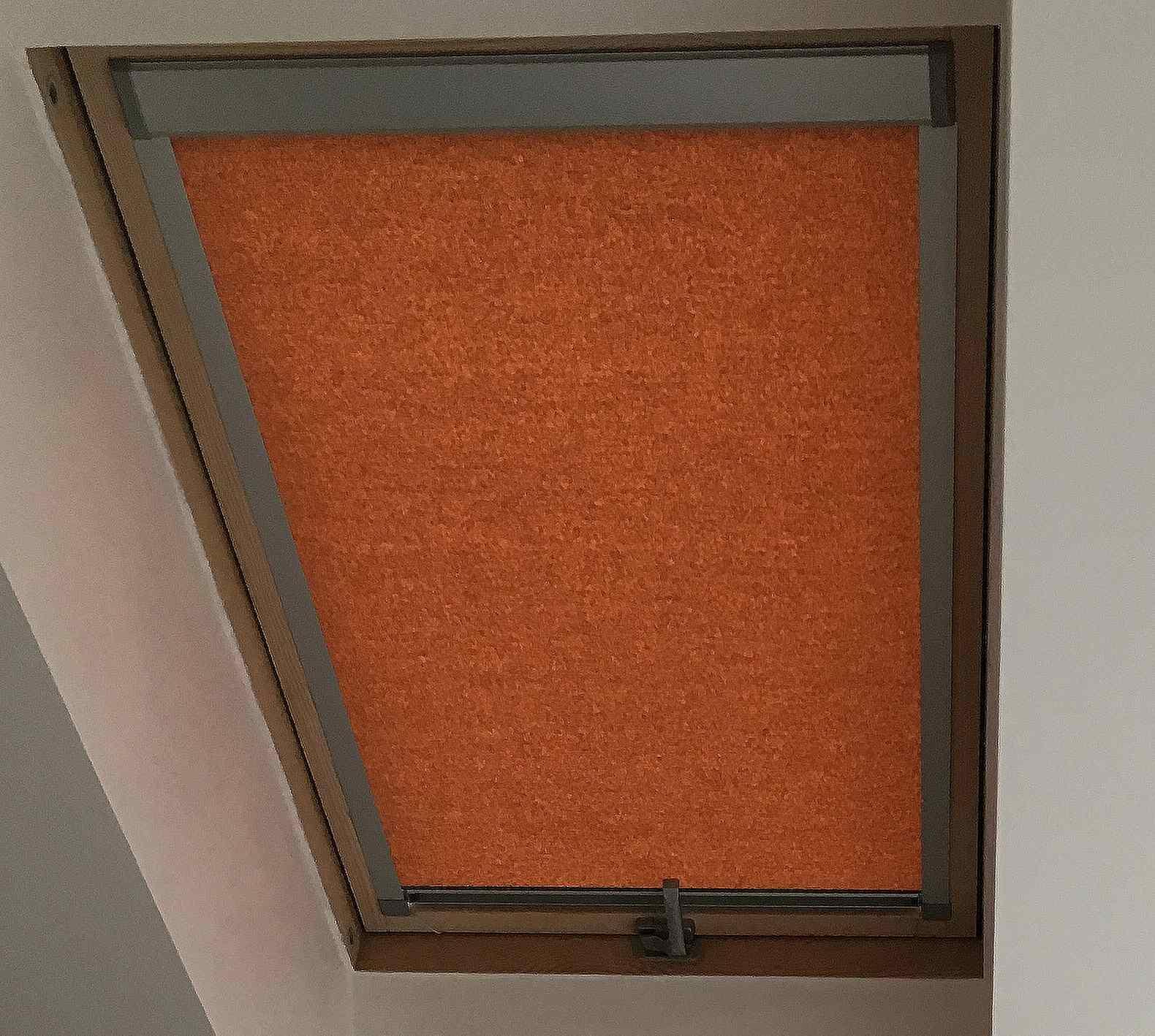 Rolety LITE do střešních oken VELUX