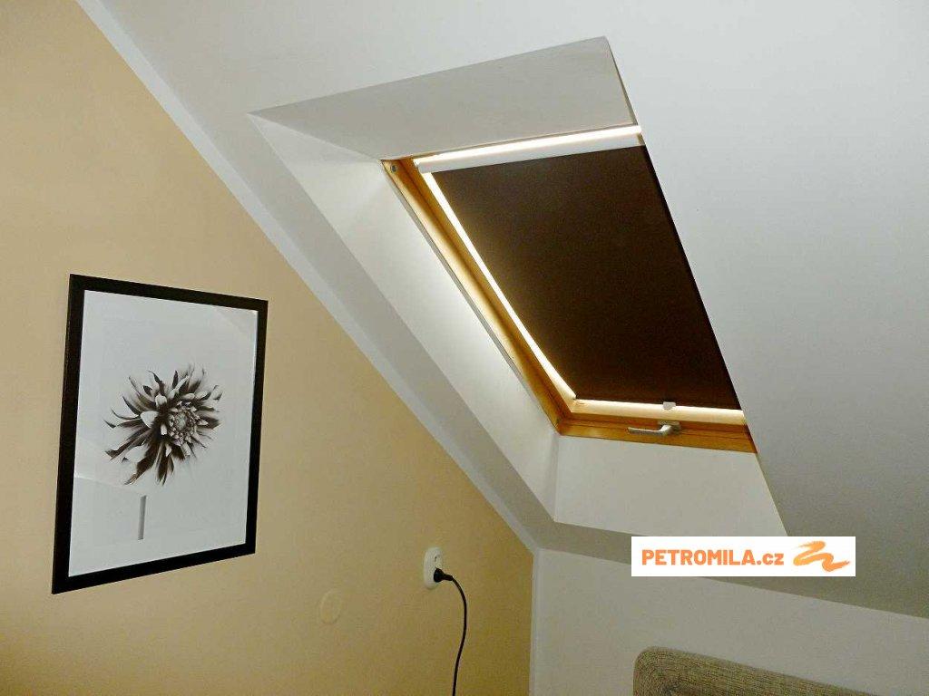 Roleta STREAM na střešní okna Velux MK04 78x98cm (LÁTKA 3. skupina - zatemňující a BO látky)
