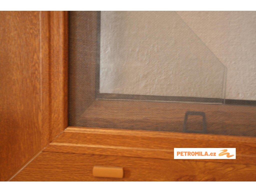 Sítě proti hmyzu do plastových oken v imitaci dřeva - šířka na míru mezi 601-700mm (ODSTÍN RÁMU zlatý dub, VÝŠKA 151-160cm)
