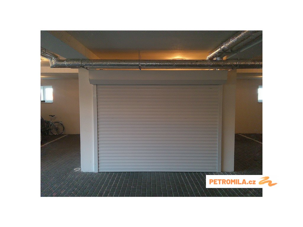 Rolovací garážová vrata LA52 šířka 250cm (ovládání vrat: manuální - madlo + pružinová protiváha, výška stavebního otvoru mezi: 261-280cm)