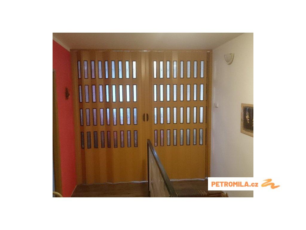 Dvoukřídlé shrnovací dveře s šířkou mezi 191-214cm vyrobíme na míru