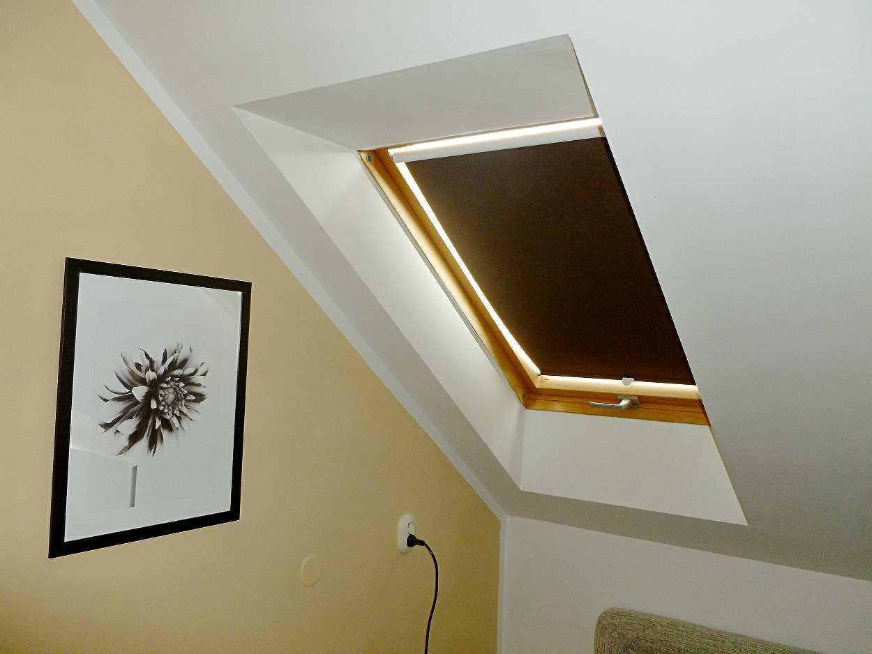 Roleta STREAM na střešní okna Velux C04 55x98cm LÁTKA: 2. skupina - silněji stínící a dětské látky