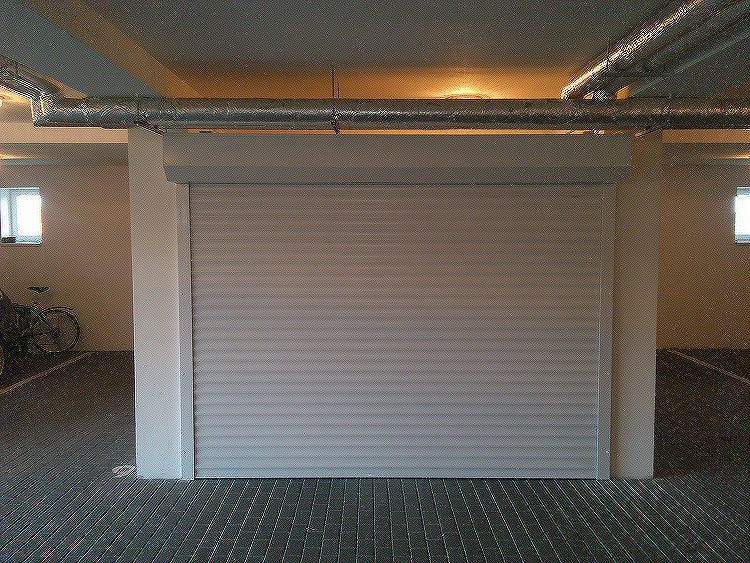 Rolovací garážová vrata LA52 - šířka na míru mezi 271-280cm ovládání vrat:: manuální - madlo + pružinová protiváha, výška stavebního otvoru mezi::…
