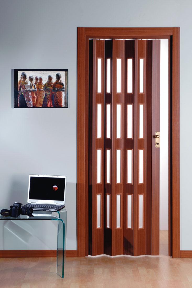 Plastové shrnovací dveře PETROMILA odstín MAHAGON ROZMĚR: 62x200cm