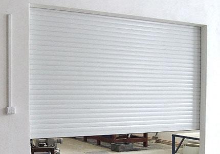 Rolovací garážová vrata LA52 šířka 2300mm ovládání vrat:: manuální - madlo + pružinová protiváha, výška stavebního otvoru mezi:: 241-260cm