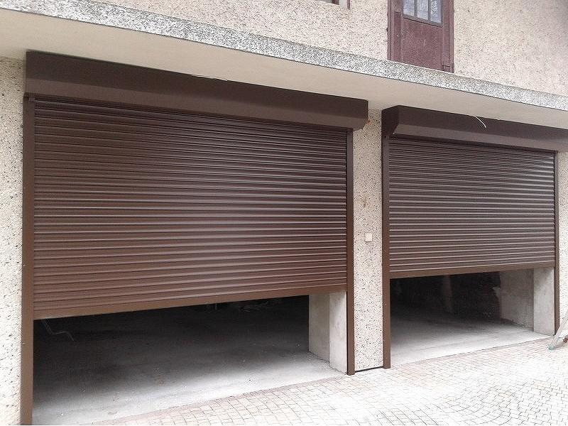 LA77 Rolovací garážová vrata šířka do otvoru 330cm VÝŠKA: 181-200cm, ovládání: motorové