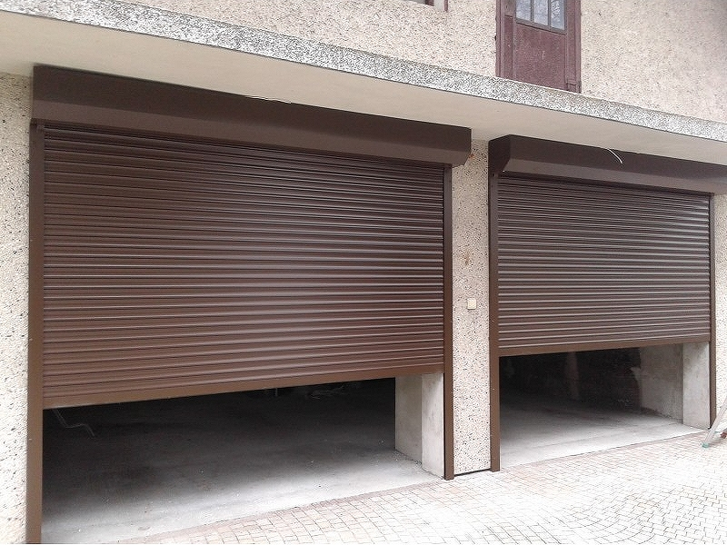 Rolovací garážová vrata LA77 šířka do 350cm VÝŠKA: 181-200cm, ovládání: motorové