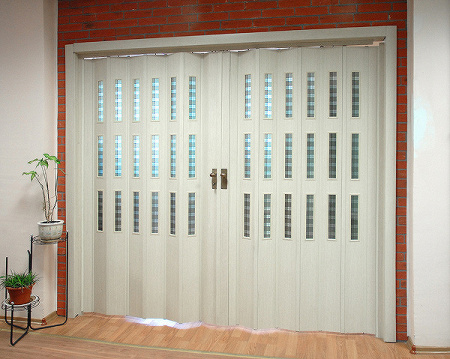 Dvoukřídlé shrnovací dveře, šířka do 145cm VÝŠKA: do 200cm, ODSTÍN: PŘÍPLATKOVÝ ( imitace dřeva ), zavírání: MADLO S MAGNETEM, prosklení: BEZ…