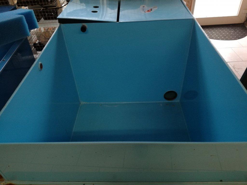 Chovná nádrž na ryby s filtrem