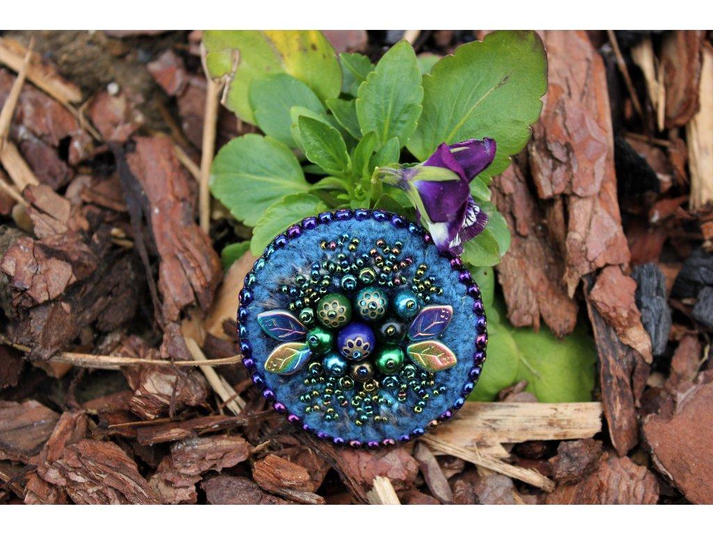 Brož s plody modré