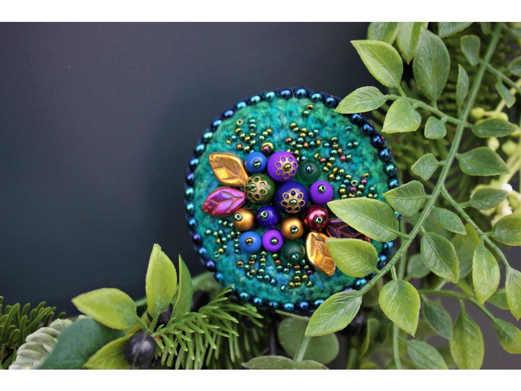 Brož s plody pestrobarevné