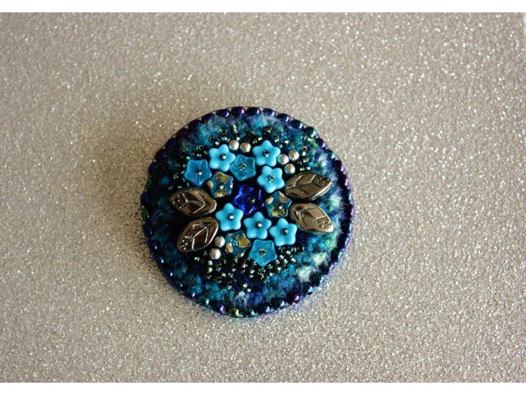 Brož modré květy