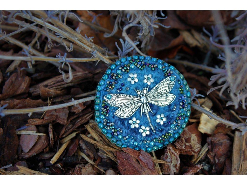 Brož s vážkou modrá