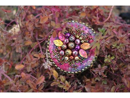 Brož fialové plody