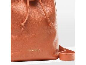 coccinelle lea bucket kabelka karamelove hneda e1i60230101 w03 31