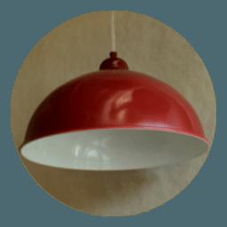 Červené plechové svítidlo