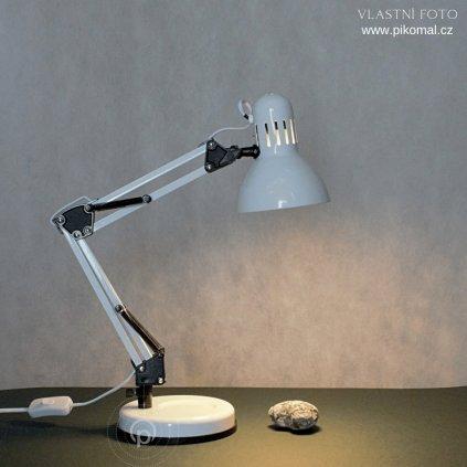Stolní pracovní lampa v bílé barvě kovová na E27 žárovku a vypínačem na kabelu dagmar touskova obchod svitidla pikomal snížená poloha
