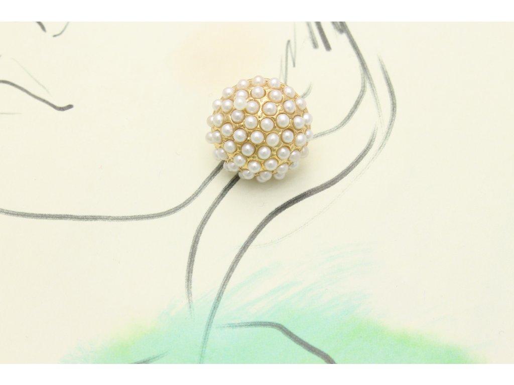 Zlaté náušnice s bielymi perlami