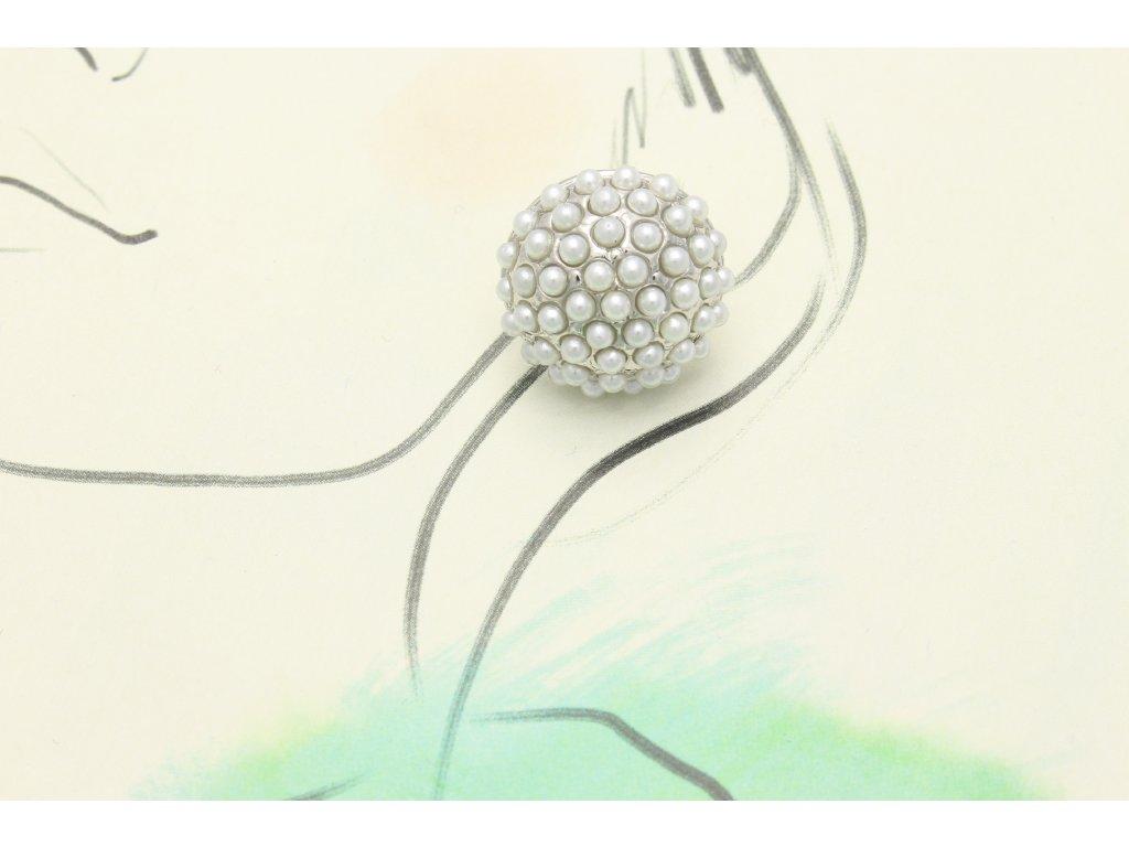 Strieborné náušnice s bielymi perlami