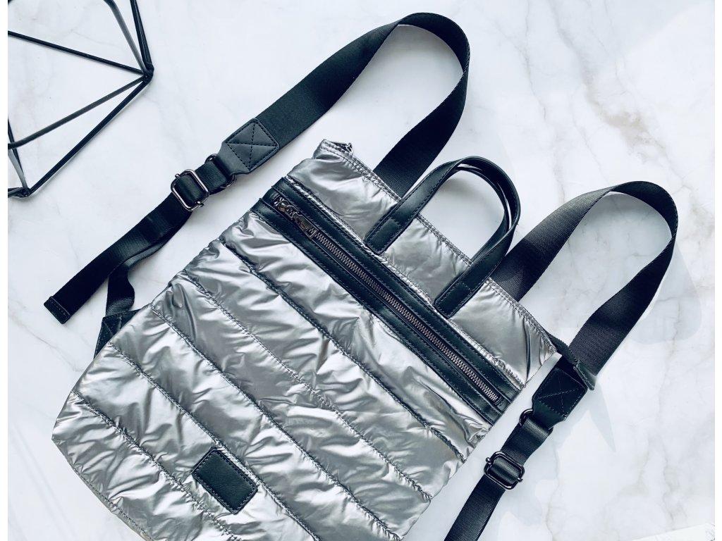 Strieborný prešívaný ruksak s koženými detailmi