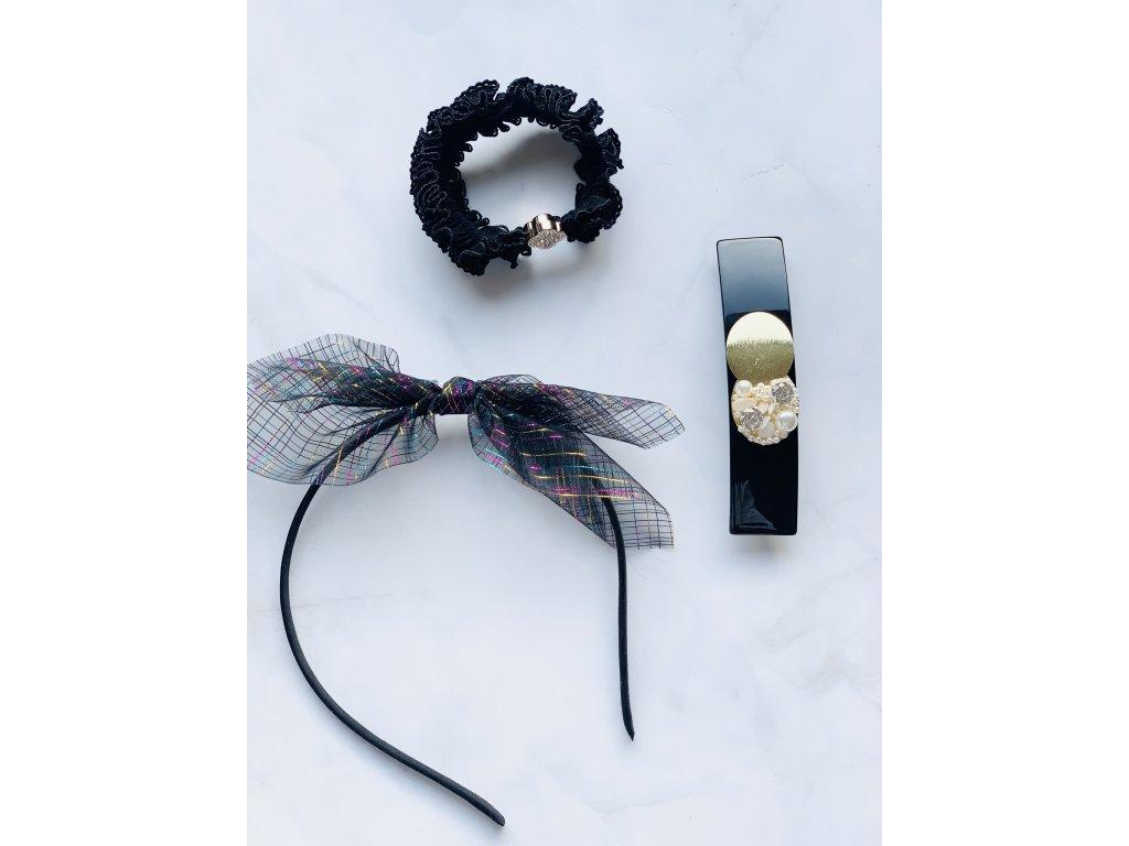 Čierna gumička s kamienkovým kvetom