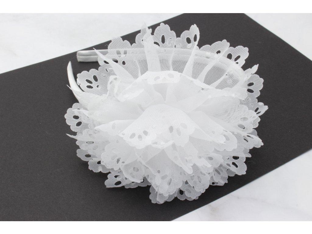 Biela čelenka do vlasov s výrazným bielym kvetom