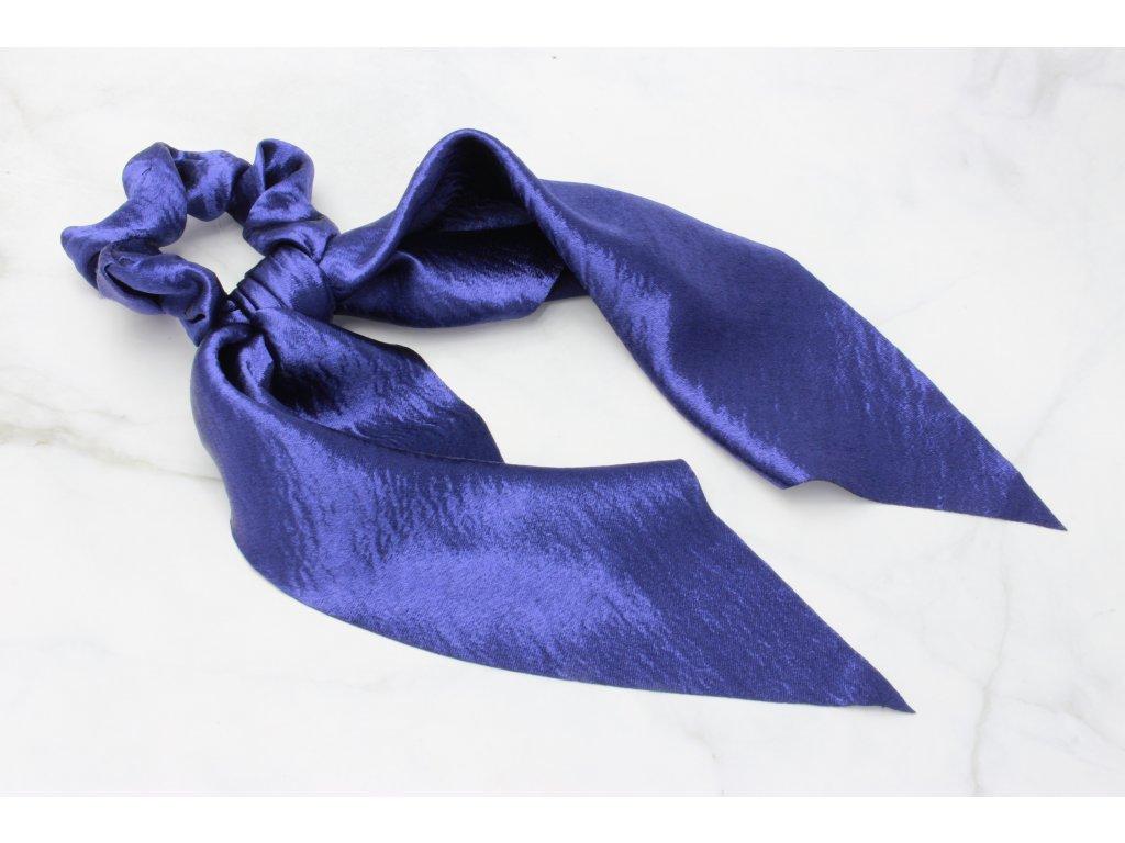Modrá scrunchie s výraznou mašľou