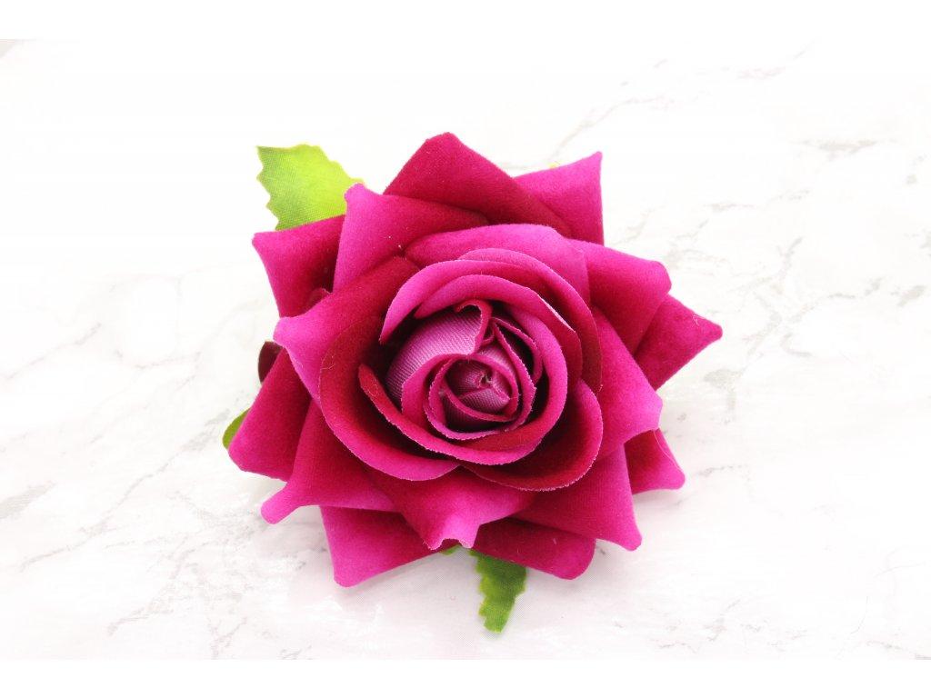 Kvet do vlasov cyklámenová ruža