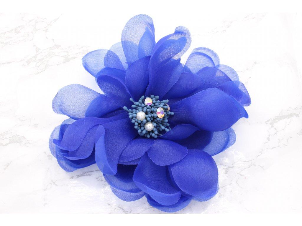 Kvet do vlasov v rôznych farbách