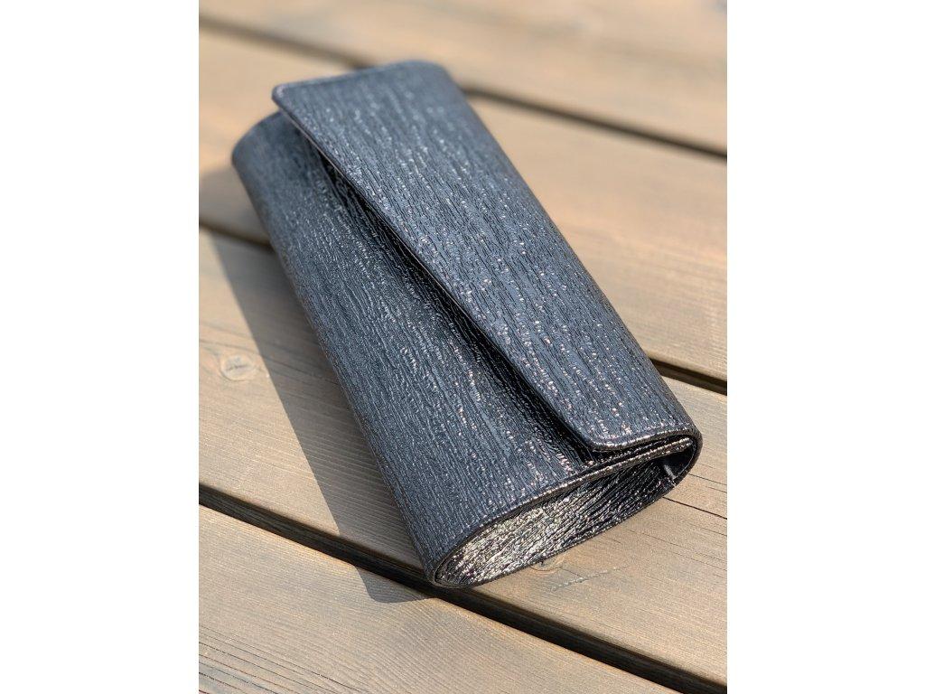 Spoločenská kabelka v čiernej farbe s matno-lesklou štruktúrou
