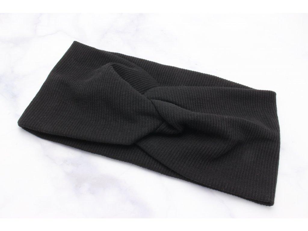 Čierna čelenka s prekladom v prednej časti